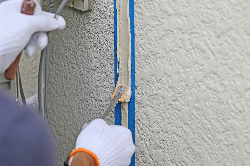 梅雨や台風から建物を守る!シーリング工事ってどんな工事?